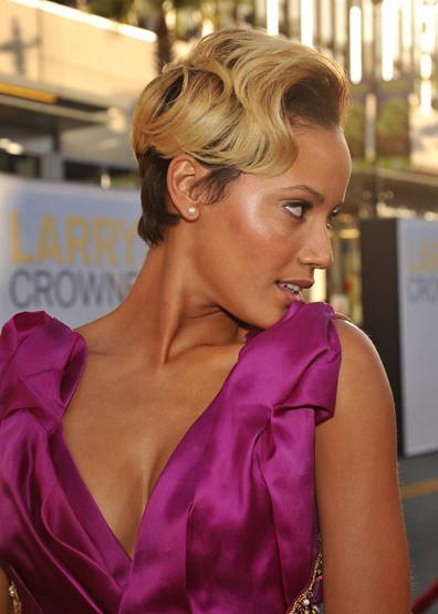 Blond Ambition: Now Selita Ebanks has Golden Tresses
