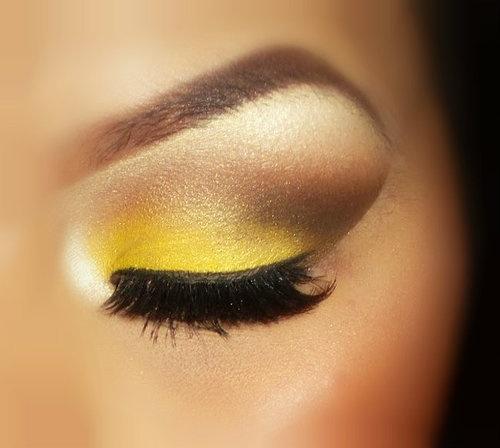 Get The Look: Smokin Yellow Eyes